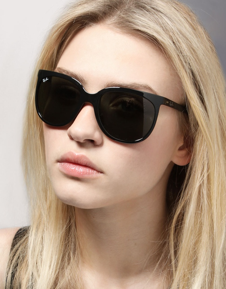 Women's sunglasses may have a more feminine style to them. They sometimes have decorative aspects, whereas sunglasses for men tend to be plainer. There are also unisex styles, and these are often specified by the manufacturer.