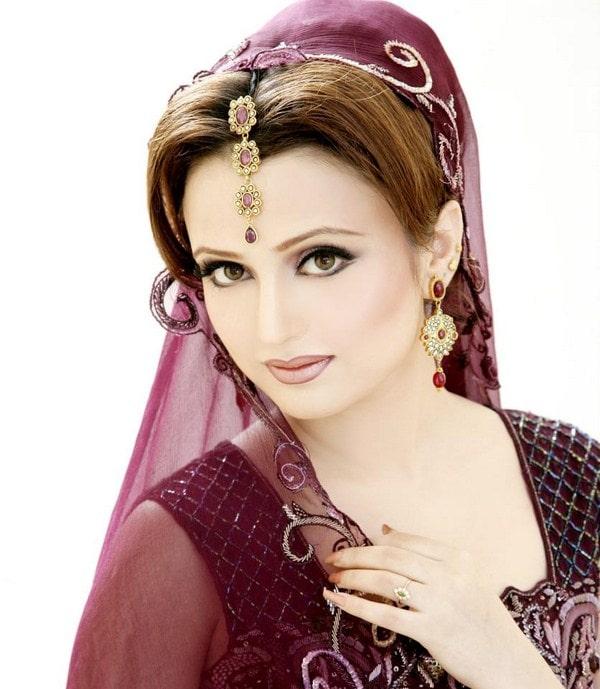30+ Beautiful Pakistani Bridal Makeup Looks
