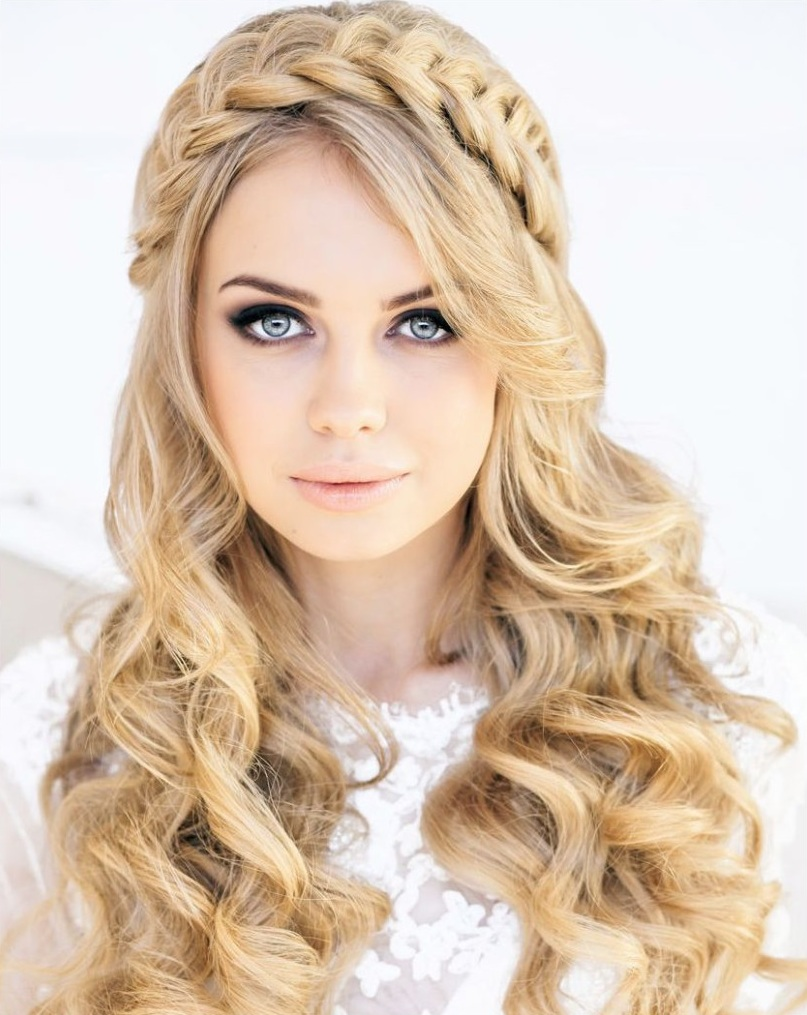 30+ Elegant Prom Hairstyles - Style Arena